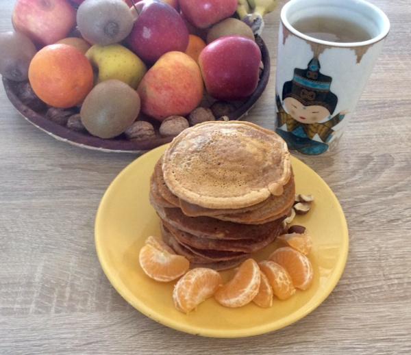 Pancakes au lait végétal: faciles et rapides